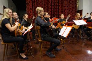 Pražský komorní kytarový orchestr pro Na počátku