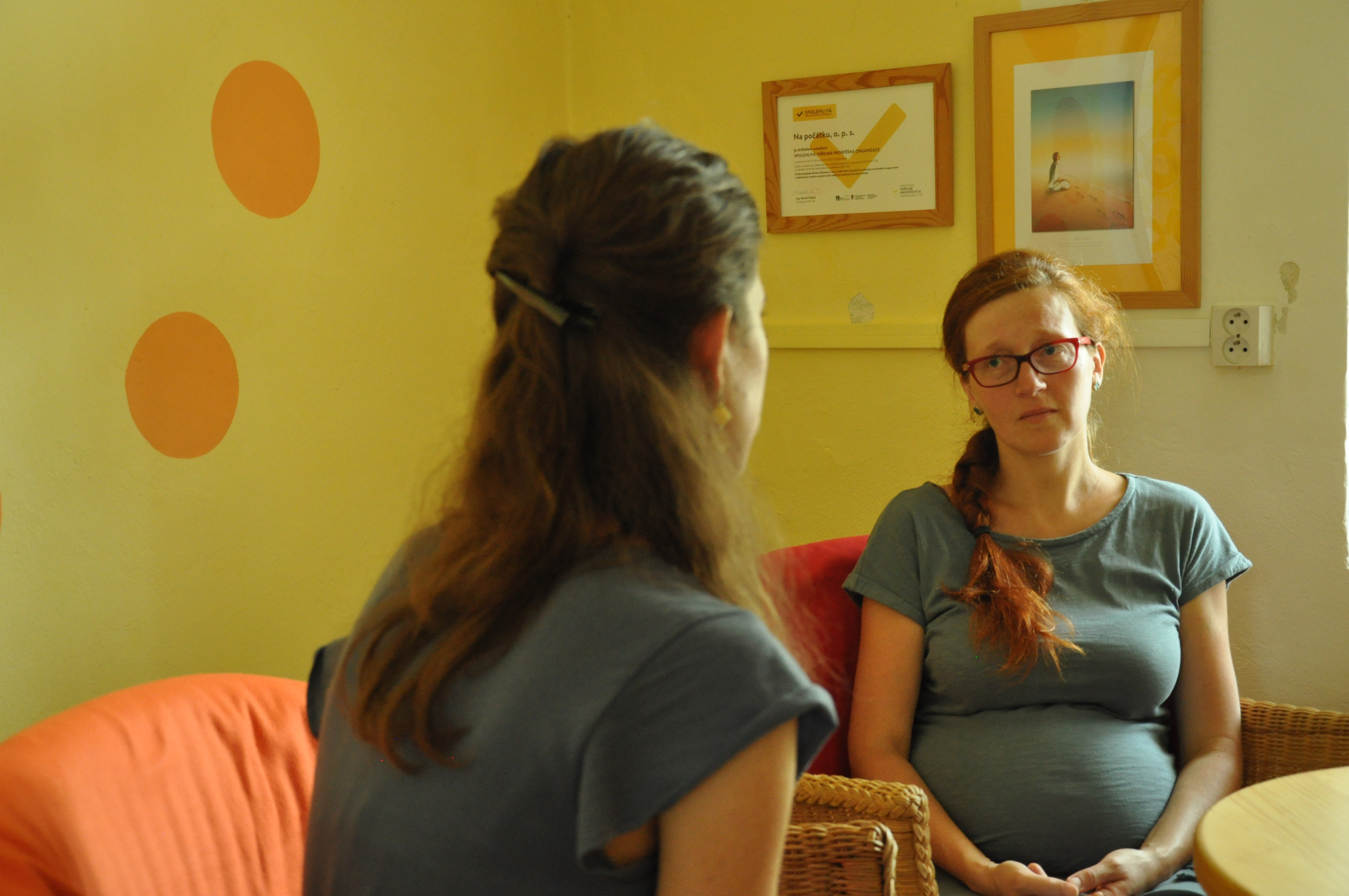 Rozhovor dvou žen v Poradně Na počátku